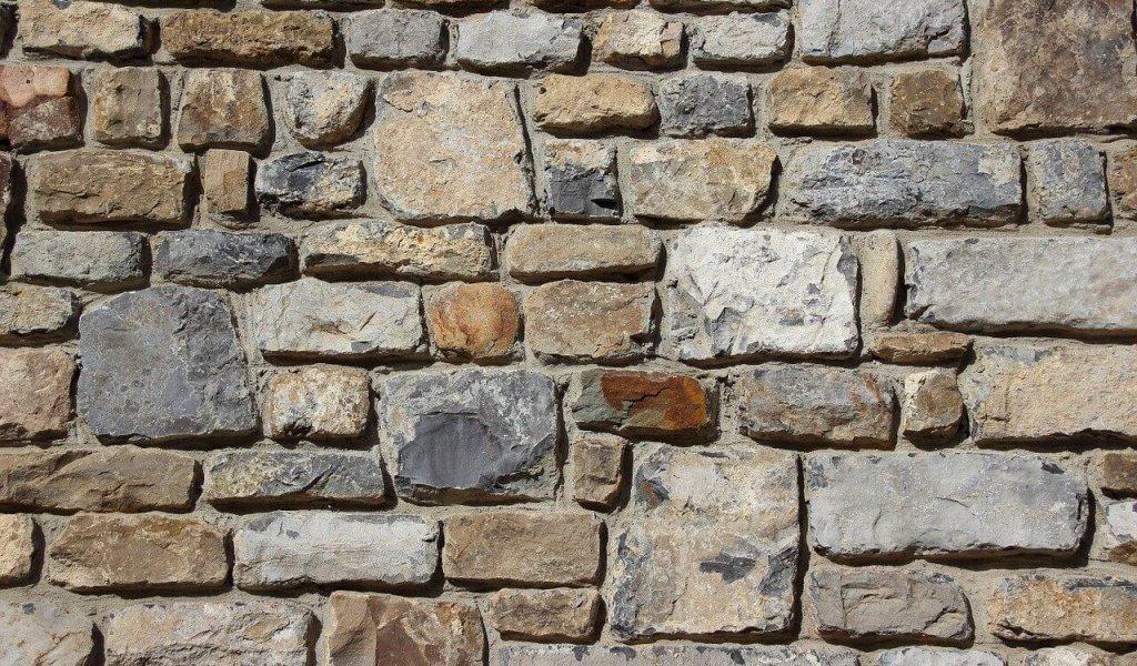 Mur de pierres extérieur